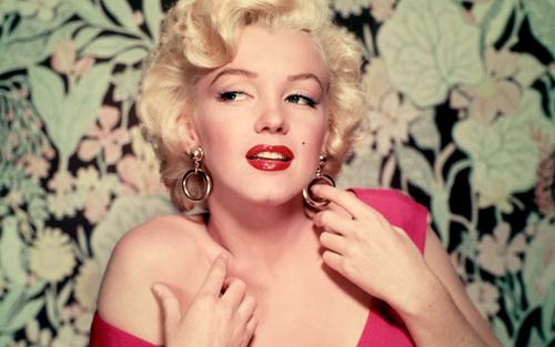 Marilyn Monroe từng chụp ảnh khỏa thân trước khi trở thành diễn viên nổi tiếng.