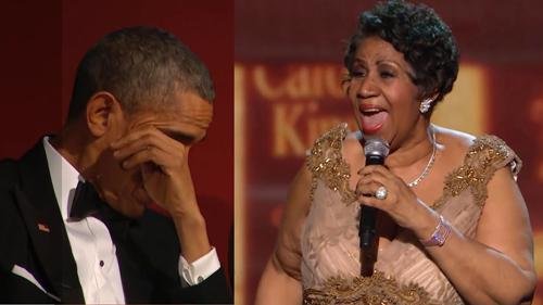 Khoảnh khắc Barack Obama xúc động khi nghe Aretha Franklin hát năm 2015.