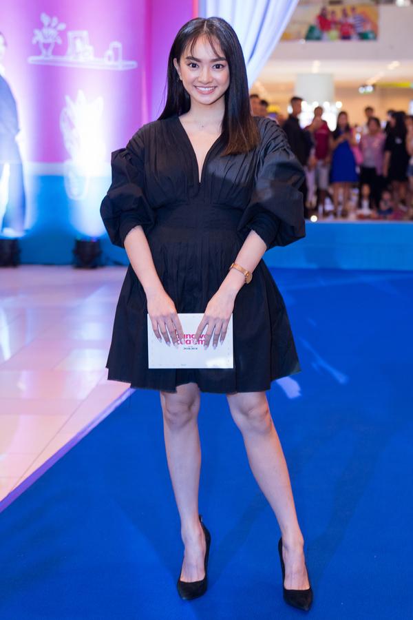 Kaity Nguyễn - hot girl nổi tiếng từ phim Em chưa 18. Cô vừa hoàn thành quá trình ghi hình phim Hồn papa da con gái, đóng cùng Thái Hòa.
