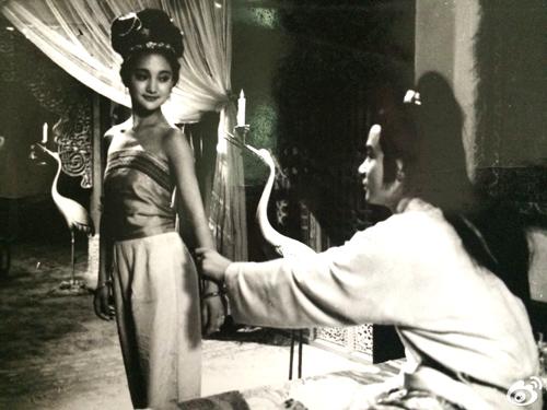 Châu Tấn được các đạo diễn để mắt tới nhờ các bức ảnh lịch. Năm 1991,