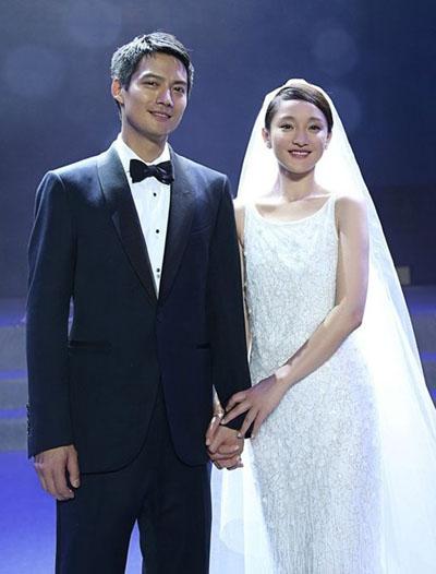 Nữ diễn viên diện váy cưới tối giản trong hôn lễ với tài tử Cao Thánh Viễn năm 2014.