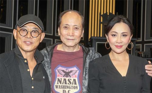 Lưu Gia Linh (phải) sắm vai nữ chính của vở kịch.