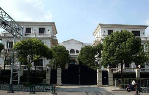 Gần đây, hình ảnh ngôi biệt thự của Lý Liên Kiệt tại Thượng Hải, Trung Quốc được nhiều người chia sẻ trên mạng xã hội.