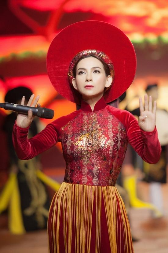 Hồ Văn Cường diễn thời trang cùng mẹ nuôi Phi Nhung