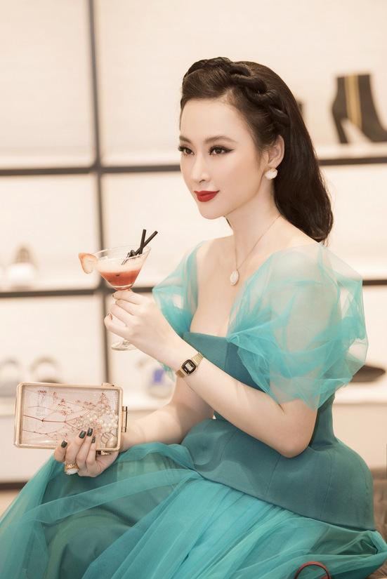Angela Phương Trinh đeo trang sức hơn một tỷ đồng đi sự kiện