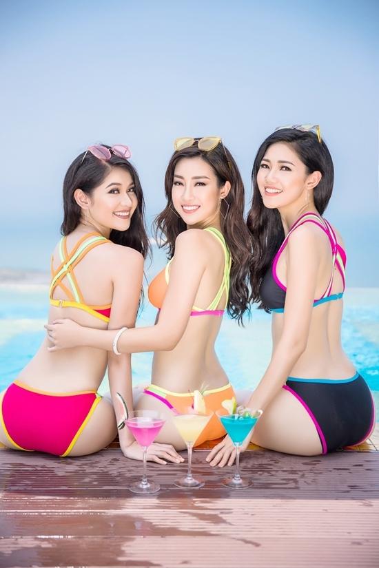 Hoa hậu Mỹ Linh và hai á hậu mặc bikini bên bể bơi dát vàng