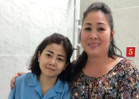 Mai Phương được sự giúp đỡ của nhiều đồng nghiệp trong nghề.
