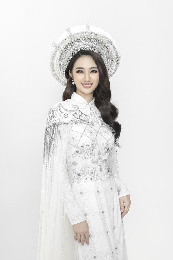 Hoa hậu Thu Ngân diện váy cúp ngực