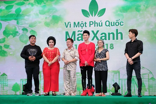 Nhóm hài của nghệ sĩ Minh Nhí mang đến vở kịch Chú cá vàng - hướngđến bài học bảo vệ môi trường.