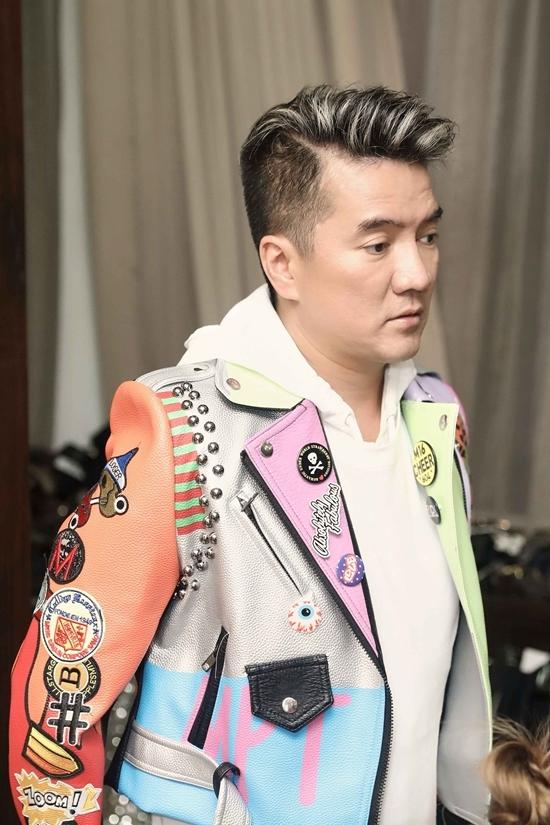 Đàm Vĩnh Hưng mặc màu sắc quay MV ở tuổi 47