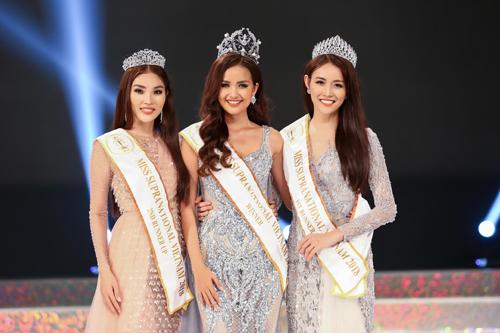 Á hậu 2 Hoàng Vũ Hiên, Hoa hậu Ngọc Châu, Á hậu 1 Trương Mỹ Nhân (từ trái sang).