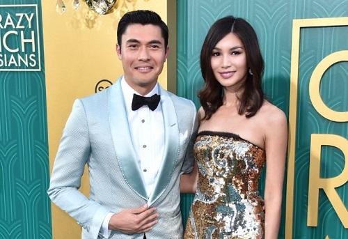 Henry Golding và Gemma Chan (thủ vai phụ trong phim) tại buổi ra mắt ở Los Angeles (Mỹ).