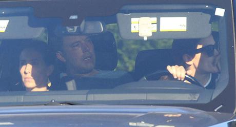 Jennifer Garner lái xe đưa Ben Affleck vào trại cai nghiện. Ảnh: X17online.