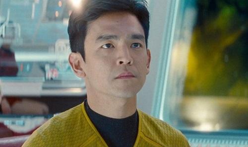 John Cho là một trong số ít diễn viên gốc Á có chỗ đứng ở Hollywood. Anh đóng chính trong loạt phim hài Harold & Kumar, tham gia series Star Trek (ảnh), American Pie.