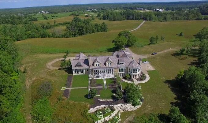 Justin Bieber mua nhà mới trước khi cưới vợ