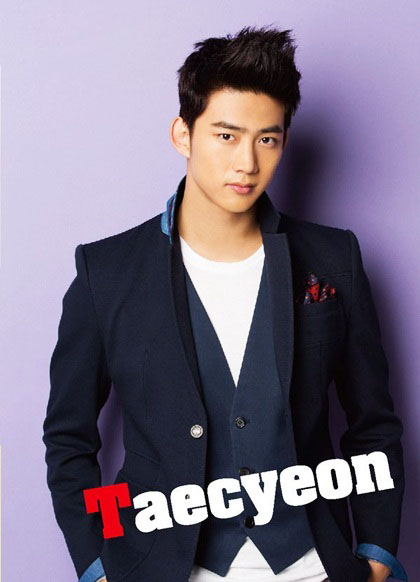 Ok Taecyeonthuộc số ít ca sĩ thần tượng được các chuyên gia sắc đẹp và truyền thông Hàn Quốc đánh giá nam tính, gương mặt góc cạnh, hen nam tính, mạnh mẽ tại Hàn Quốc hiện nay. Không
