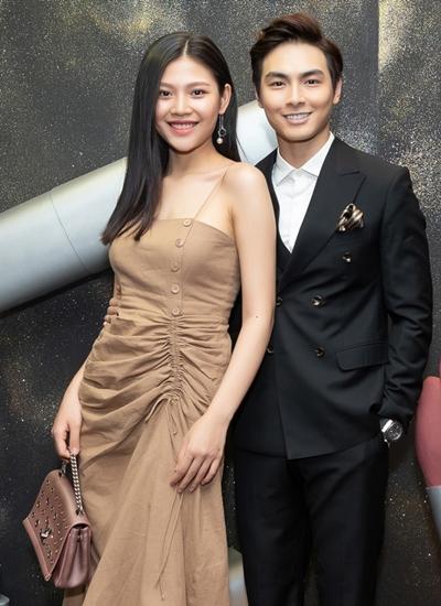 Người mẫu Chúng Huyền Thanh cùng chồng - ca sĩ Jay Quân - dự sự kiện sau ba tháng đón con đầu lòng.