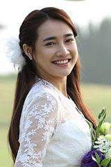 Nhã Phương mặc váy thêu hoa baby trong lễ đính hôn