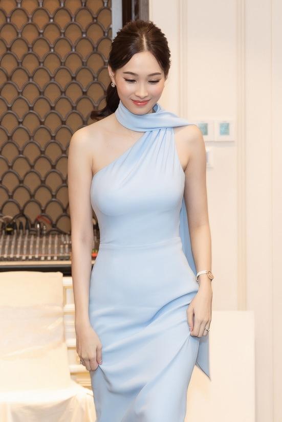 Hoa hậu Thu Thảo tái xuất sau sinh con
