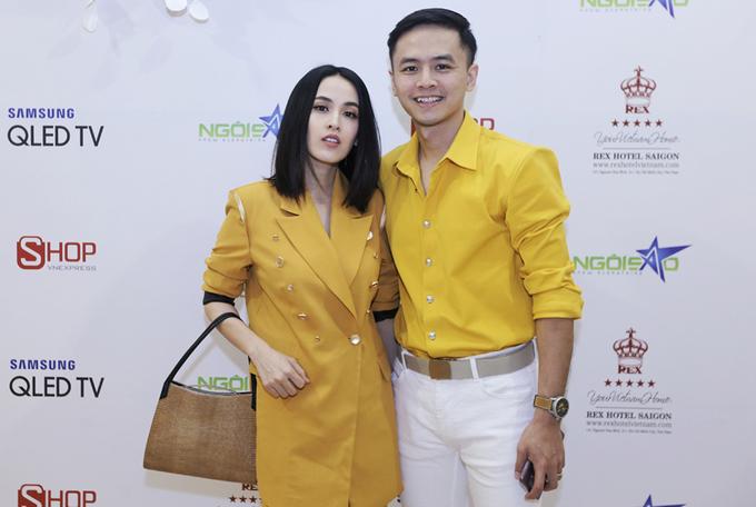Vợ chồng Lê Phương, Tú Vi mặc đồng điệu dự triển lãm cưới