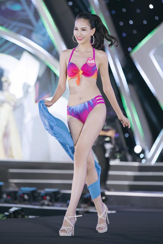 Thí sinh Hoa hậu Việt Nam diễn bikini