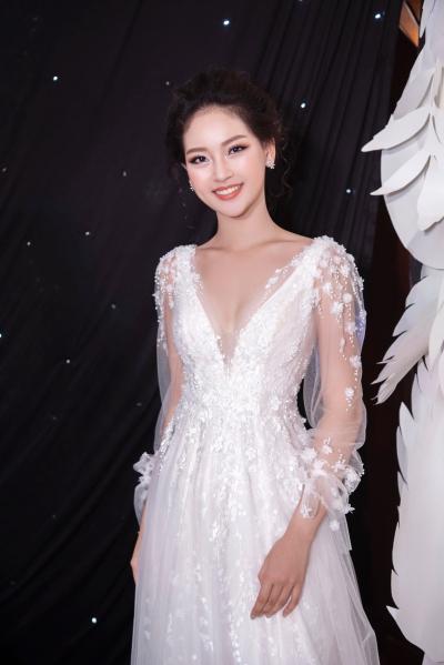 Lan Khuê diện váy cưới làm vedette - 8