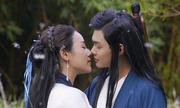 Vợ Việt Hoàn đóng cảnh tình tứ với diễn viên kém 15 tuổi