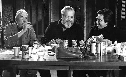 Orson Welles (giữa) trên phim trường.