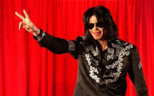 Tuy nhiên, chỉ vài tuần trước tour diễn This Is It, Michael Jackson qua đời vì ngộ độc propofol và benzodiazepine (loại thuốc chống căng thẳng) tại nhà riêng ở Los Angeles. Bác sĩ riêng của Michael - Conrad Murray - bị kết án về tội ngộ sát vào năm 2011 và ngồi tù hai năm.