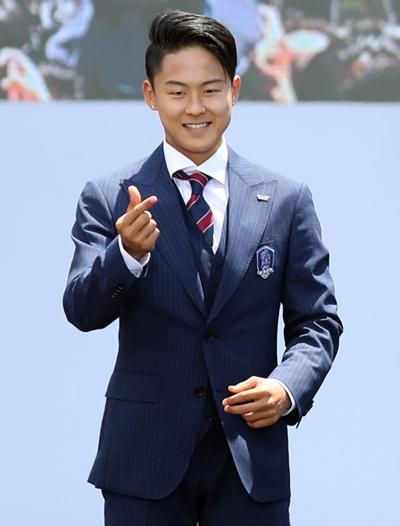Gu mặc tối giản của Messi Hàn Lee Seung Woo - 7