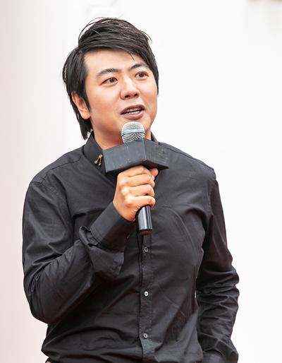 Lang Lang trong buổi gặp gỡ báo giới Hà Nội.