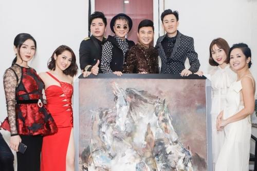 Các nghệ sĩ và bức tranh đấu giá.