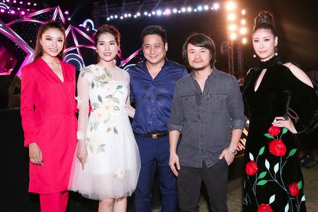 Từ phảisang: Hà Kiều Anh, đạo diễn Hoàng Nhật Nam, vợ chồng Minh Tiệp và Người đẹp Hoa hậu Việt Nam 2016 Như Thủy.