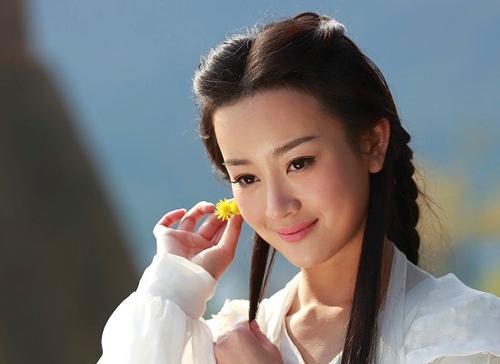 Trương Mông tạo tiếng vang qua Hạ gia tam thiên kim, Mỹ nhân tâm kế, Cổ kiếm kỳ đàm, Tây du ký 2011, Ỷ Thiên Đồ Long Ký 2009... nhưng sau tai tiếng cặp kè Lý Mông, sự nghiệp của cô xuống dốc.