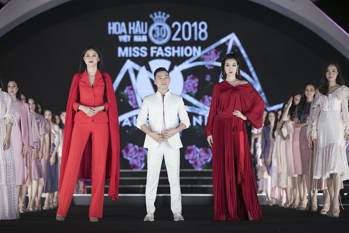 Mỹ Linh catwalk cùng dàn thí sinh Hoa hậu Việt Nam 2018