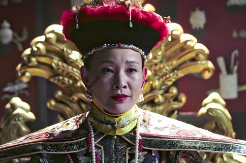 Gương mặt của Thái Hậu xuất hiện vết thương.