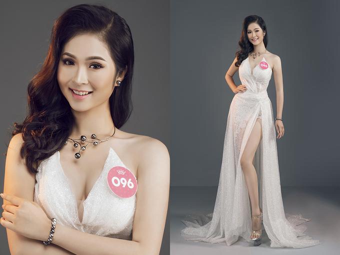 Thí sinh Hoa hậu Việt Nam diện trang phục cắt xẻ, xuyên thấu