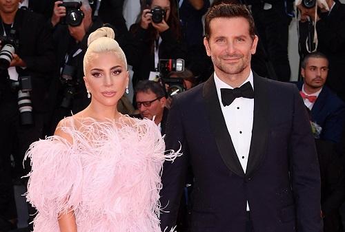 Bradley Cooper và Lady Gaga ở Liên hoan phim Venice. Ảnh: Rex.