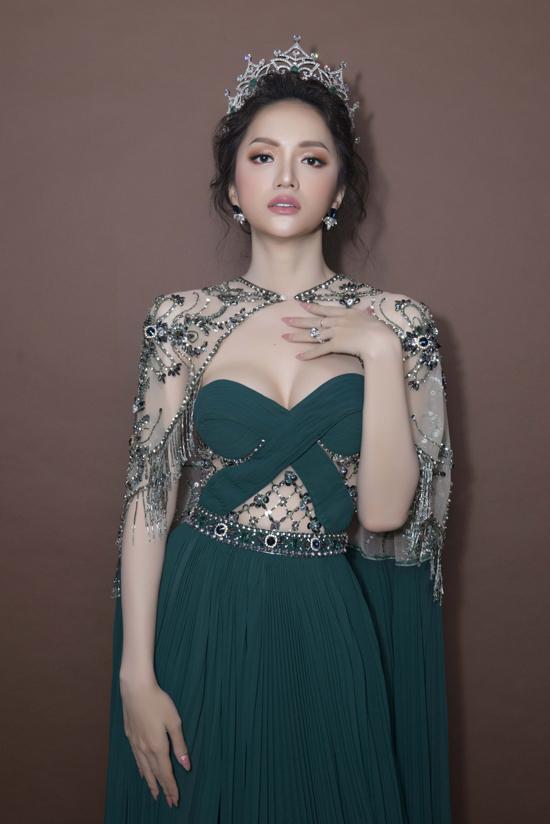 Hương Giang, Nong Poy cùng diện mốt xẻ ngực