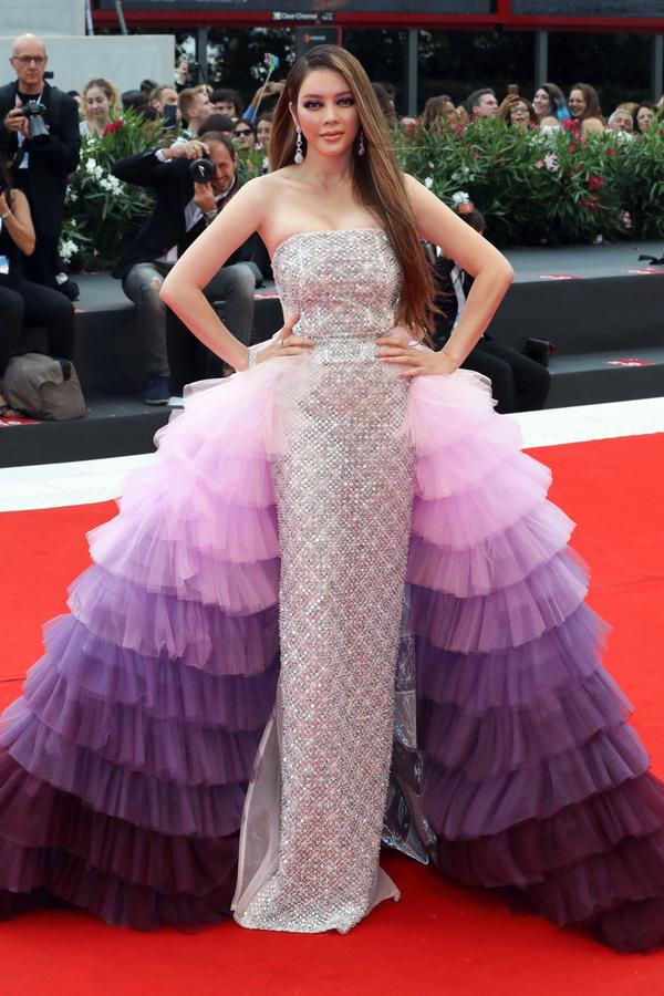 Lý Nhã Kỳ diện váy cúp ngực trên thảm đỏ Venice