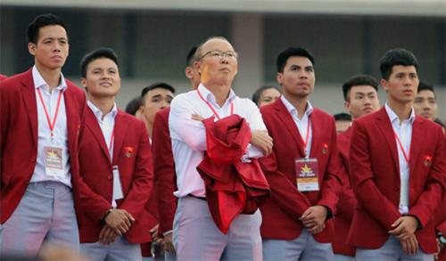 Ông Park cùng các cầu thủ Olympic xem lại những khoảnh khắc ấn tượng tại kỳ Asisad vừa qua