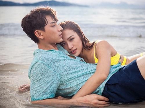 Isaac và Phan Ngân có nhiều cảnh tình tứ trong phim.