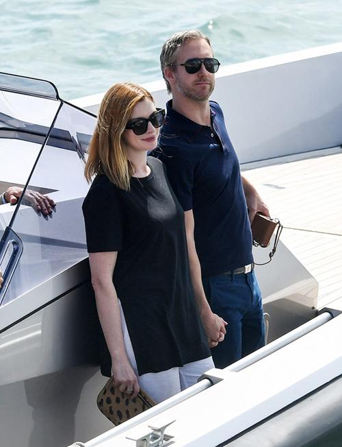 Lady Gaga theo mốt khoe nội y ở Venice