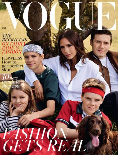 Năm mẹ con trên trang bìa Vogue.