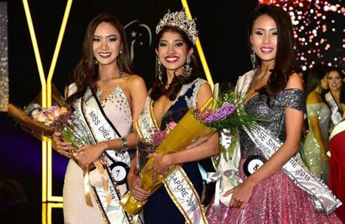 Cuộc thi Hoa hậu Hoàn vũ Singapore 2018 được tổ chức cuối tuần trước tại khách sạn One Farrer. Zahra Khanum (giữa) giành ngôi hoa hậu, Á hậu 1 là Tiong Jia (phải) và Á hậu 2 là Jaslyn Tan.
