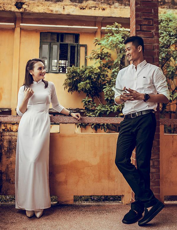 Vợ chồng Bảo Thanh về trường cũ ôn thời học sinh