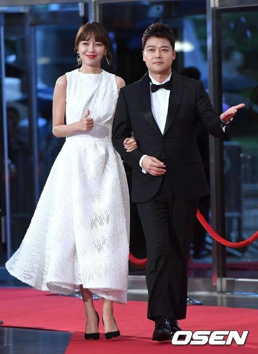 Son Ye Jin diện mốt hở lưng dự sự kiện