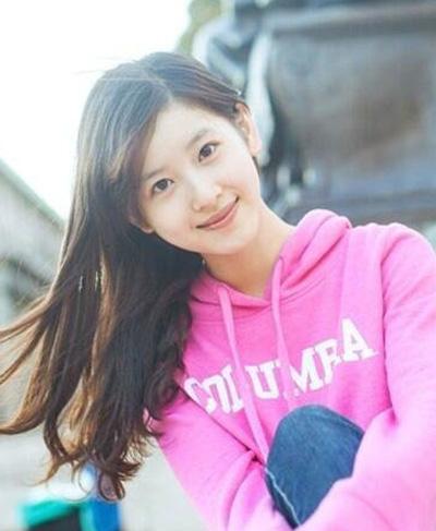 Chương Trạch Thiên thu hút lượng fan đông đảo. Khán giả lập các fanpage, cập nhật ảnh đời thường, cuộc sống của cô.