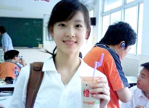 Năm 2009, một người bạn của Chương Trạch Thiên đăng ảnh cô cầm cốc trà sữa trên các diễn đàn.