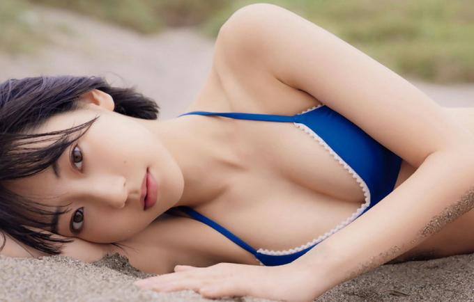 Mỹ nhân 21 tuổi Nhật Bản tạo dáng với bikini